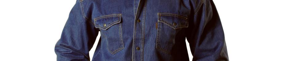 Рубашка темно синего цвета , на кнопках с двумя накладными