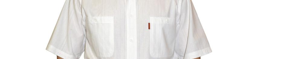 Рубашка мужская с коротким рукавом белого цвета с штрихами. Размер