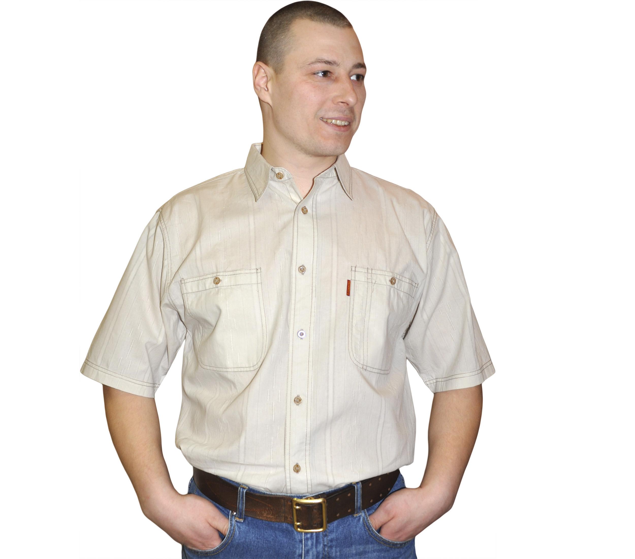 Рубашка мужская с коротким рукавом бежевого цвета с штрихами.