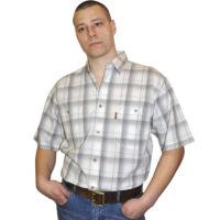 Рубашка в крупную бело-серую клетку с зеленой полосой. Размер