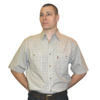Мужская рубашка с коротким рукавом в мелкую серую клетку.