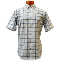 Рубашка с коротким рукавом в крупную бело-серую голубую клетку.