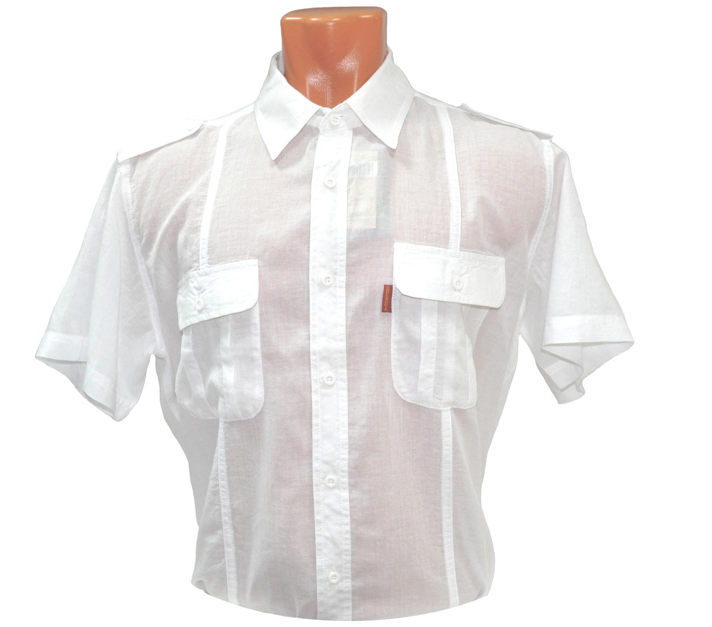 Рубашка с коротким рукавом белого цвета из тонкого материала. Модель