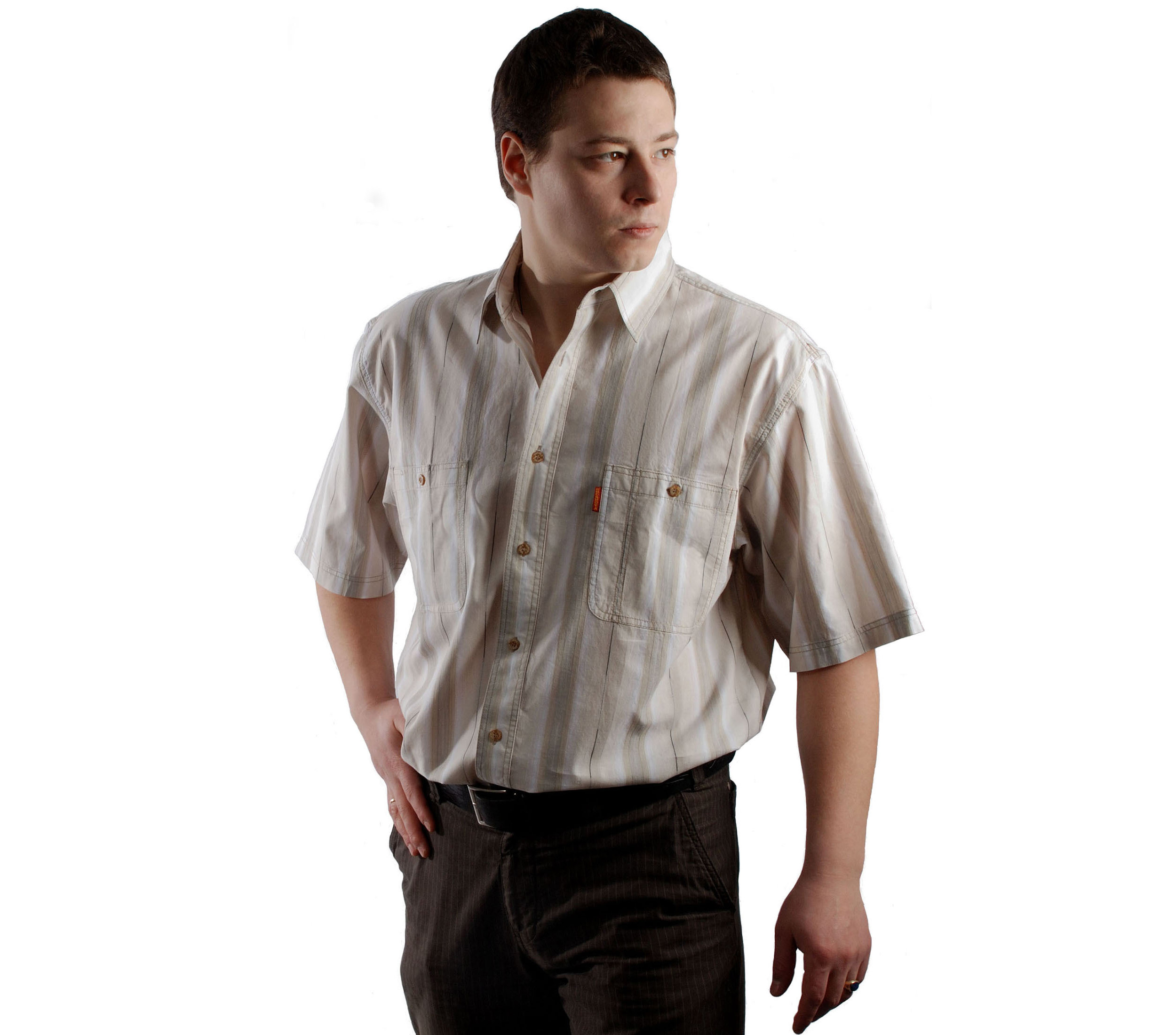 Джинсовая мужская рубашка в толстую бежево-коричневую полосу и тонкий