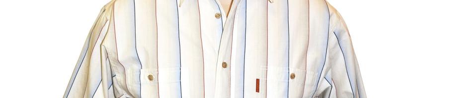 Рубашка в толстую бело-голубую полоску и тонкую темно-сине-красную.