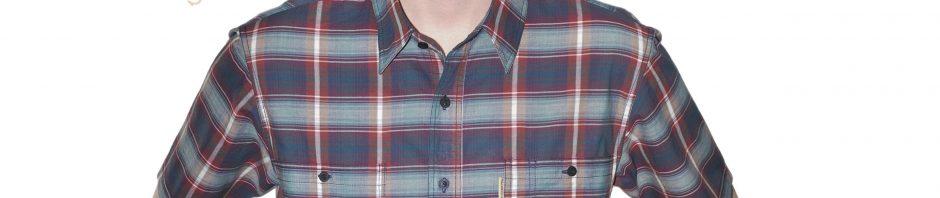 Мужская рубашка с коротким рукавом в бордово-серую клетку с белой полосой. два вместительных кармана хорошо дополняют модель. Толщина материи 50.