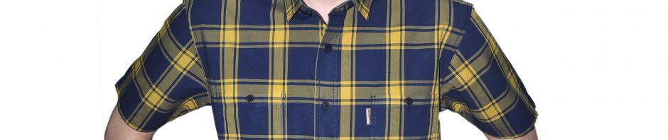 Мужская рубашка короткий рукав в синюю крупную клетку обведенная желтой крупной полосой.
