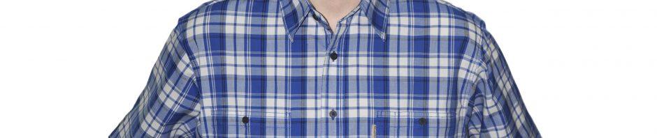 Рубашка короткий рукав нежно белого цвета с синей клеткой дополненой тонкой черной полосой. Модель свободного кроя, два больших кармана, толщина материи 32.