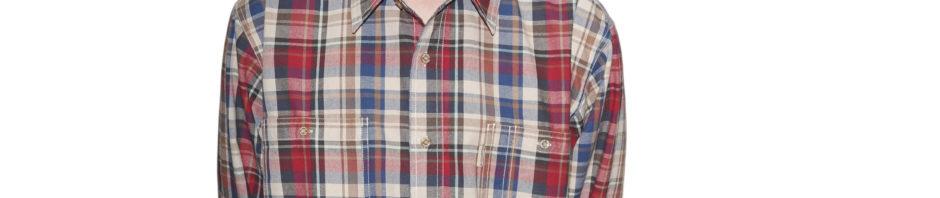 Рубашка с длинным рукавом средняя клетка вбежево красном цвете, с темно и светло коричневыми полосами. С двумя большими карманами, толщина материи 16.