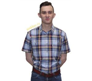 Мужская рубашка голубого цвета в крупную синюю клетку с красными и желтыми полосами.