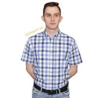 Мужская рубашка в среднего размера клетку голубого и серого цвета. Модель свободного кроя с двумя большими карманами. Толщина материи 32.