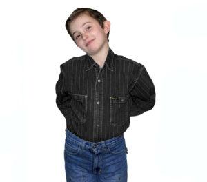 Подростковая джинсовая рубашка черного цвета в полоску с длинным рукавом. Модель классическая на кнопках, с двумя накладными карманами.