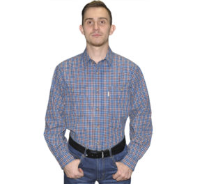 Джинсовые рубашка с длинным рукавом в мелкую бело-голубую клетку. Модель свободного кроя с двумя большими карманами.