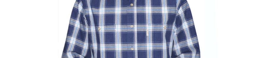 Мужская рубашка с длинным рукавом в крупную темно синюю клетку. Модель свободного кроя с двумя большими карманами.